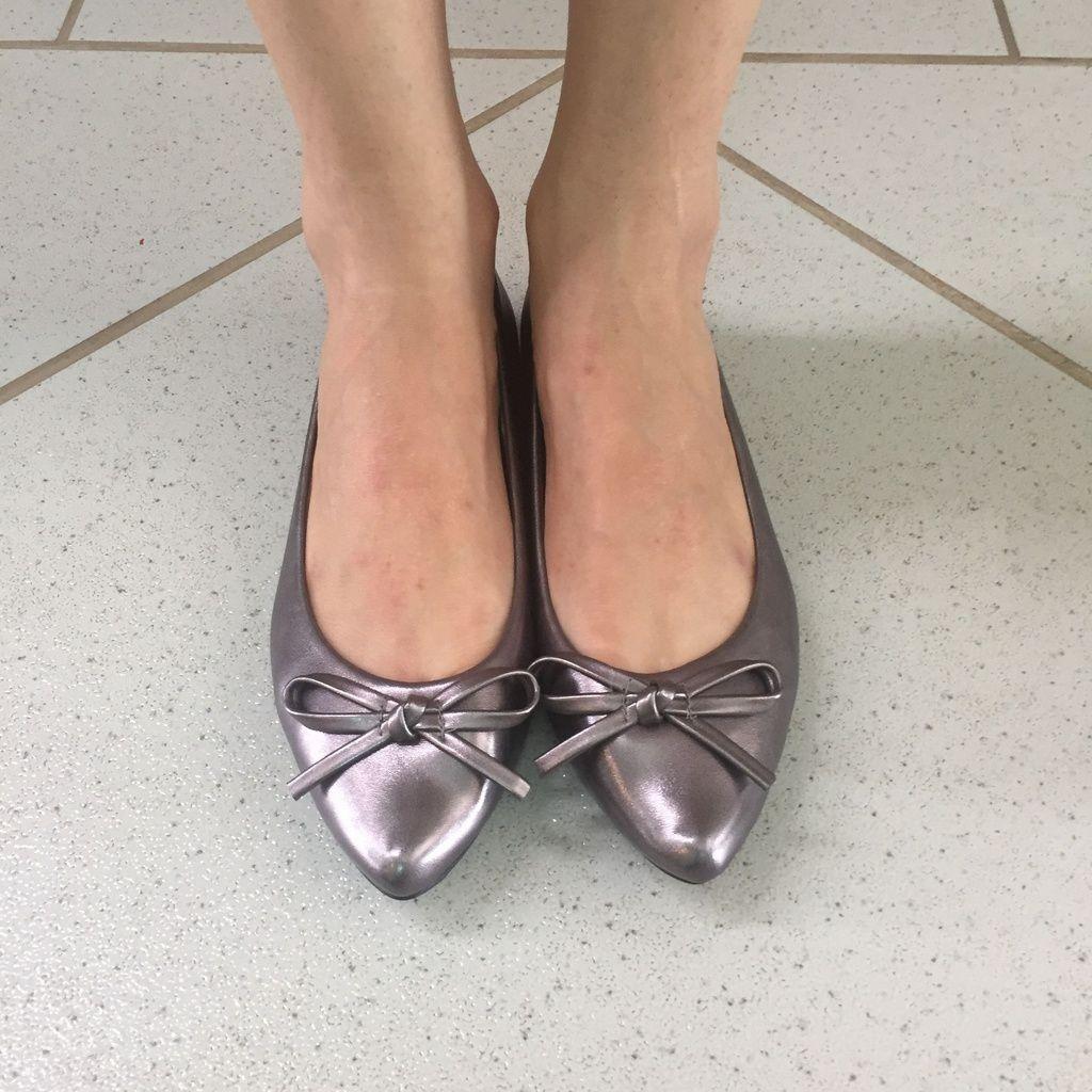 Sapatilha Bico Fino Metalic Alumínio com Laço Sua Cia