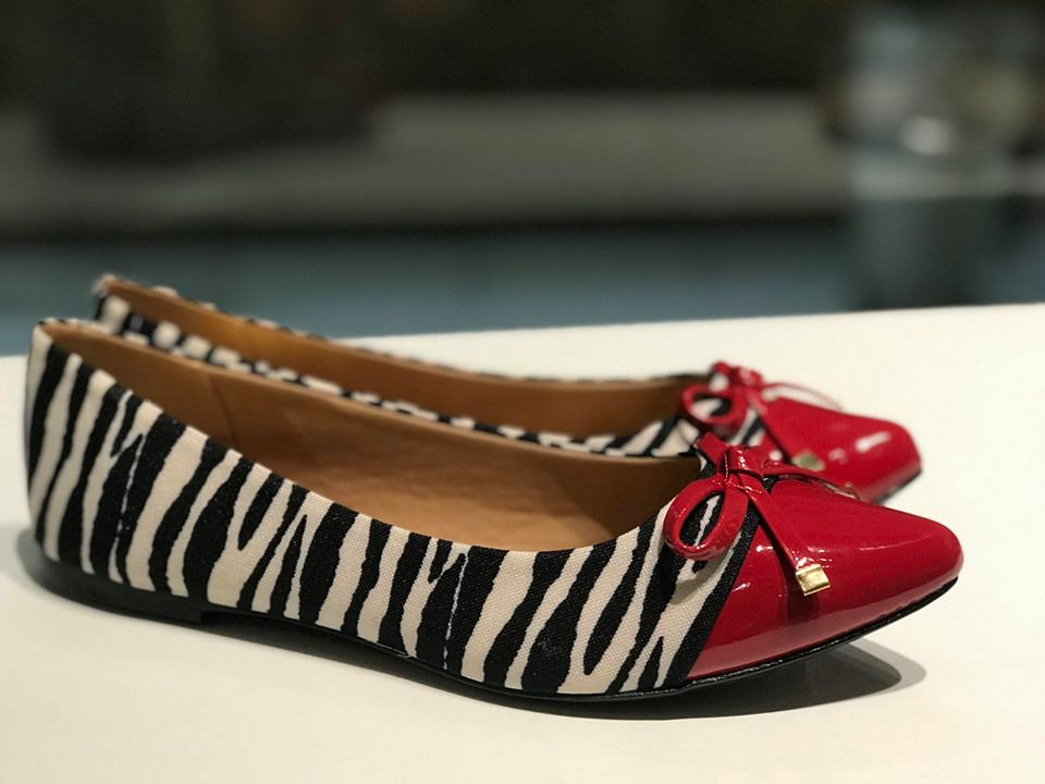 Sapatilha de Tecido Zebra com Biqueira Vermelha Sua Cia