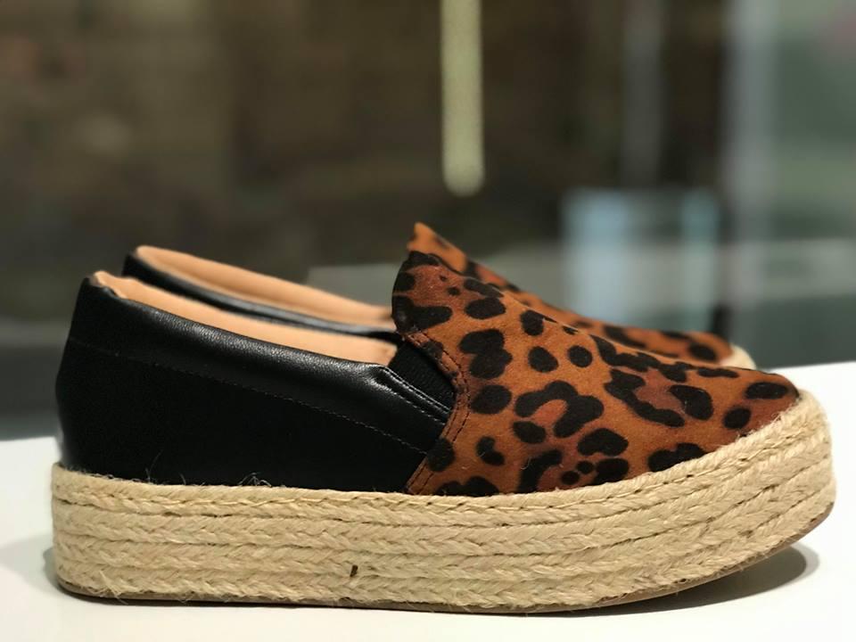 Tênis Slip On com Estampa de Leopardo e Salto de Corda Offline