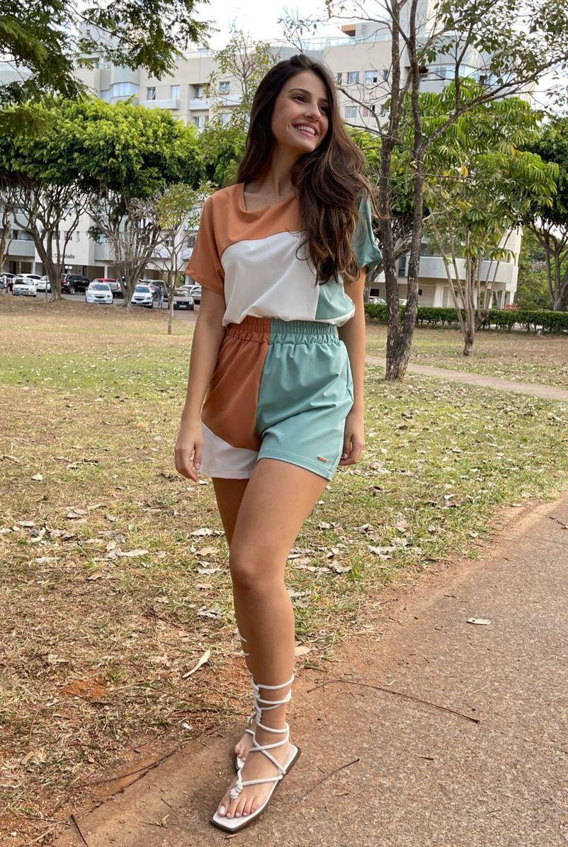 Blusa Naguchi tricolor recortes