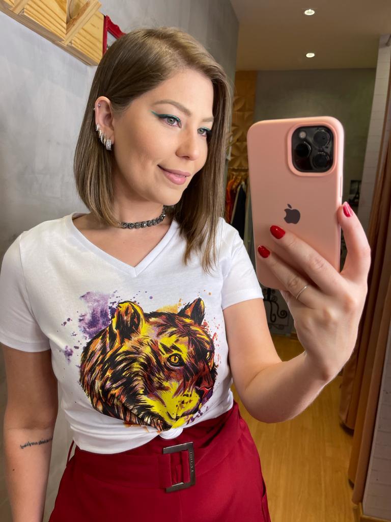 T-Shirt Flor de Lis fera manga curta