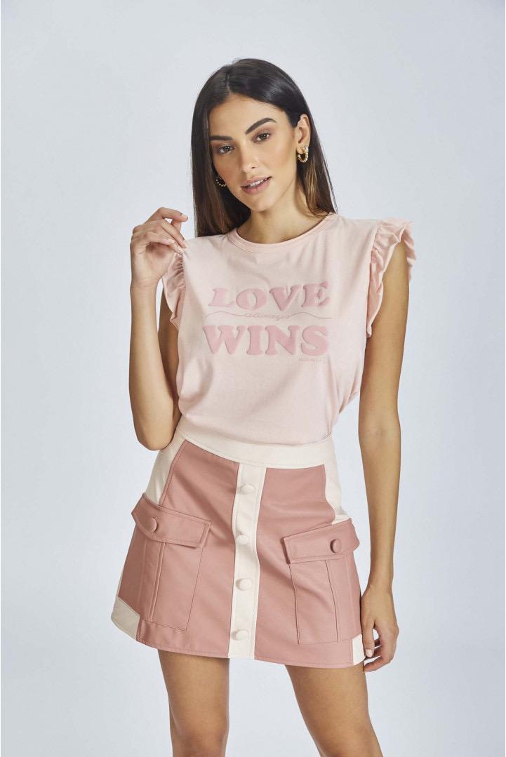 T-shirt Flor de Lis - love always wins babados