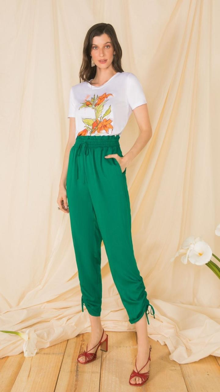 T-shirt Mauy com dobra na gola estampa lírio