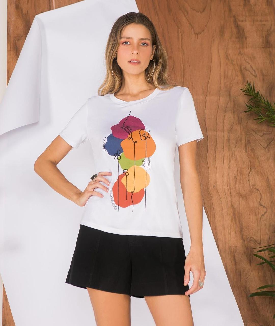 T-Shirt Mauy com dobra na gola frases
