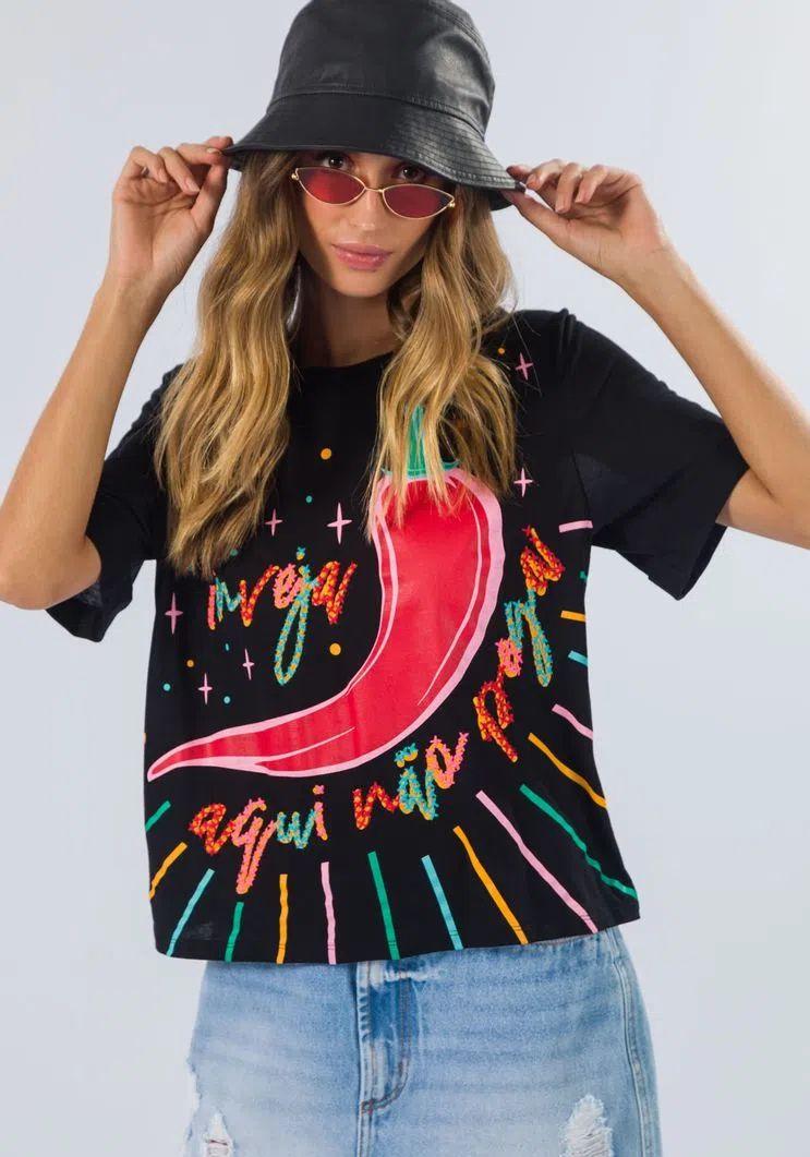 T-shirt Myft bordado pimenta