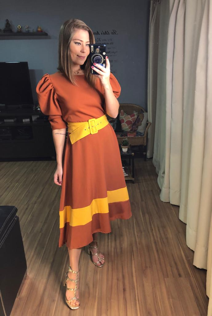 Vestido alfaiataria fivela encapada