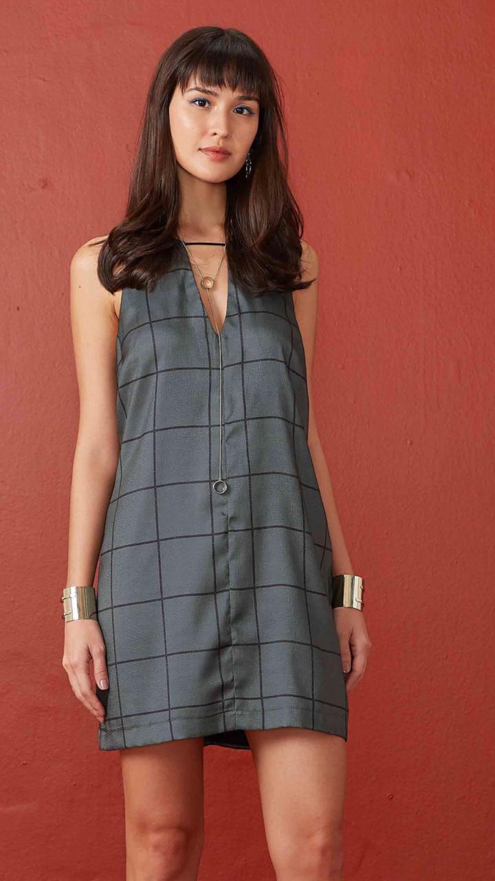 67cce3b7d produtos+vestidos+vestido+0250401+paete+decote+v