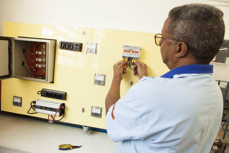 Curso de Instalações Elétricas Fotovoltaicas Of Grid
