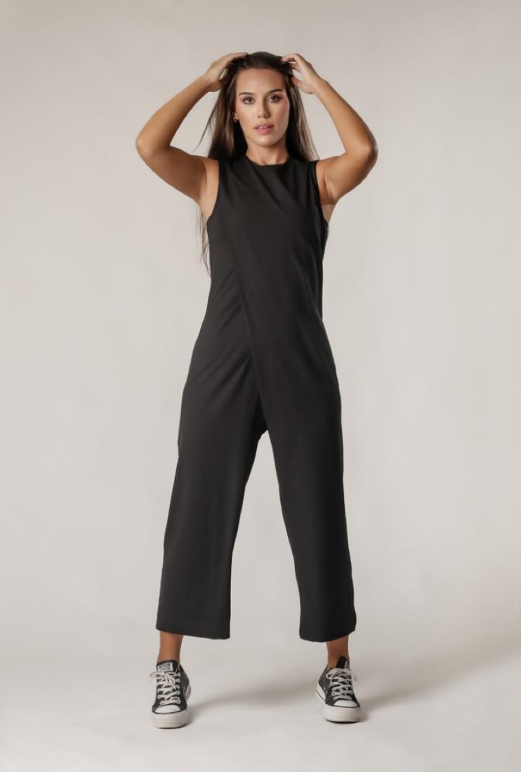 Macacão Comfy Pantalona Transpassado Preto