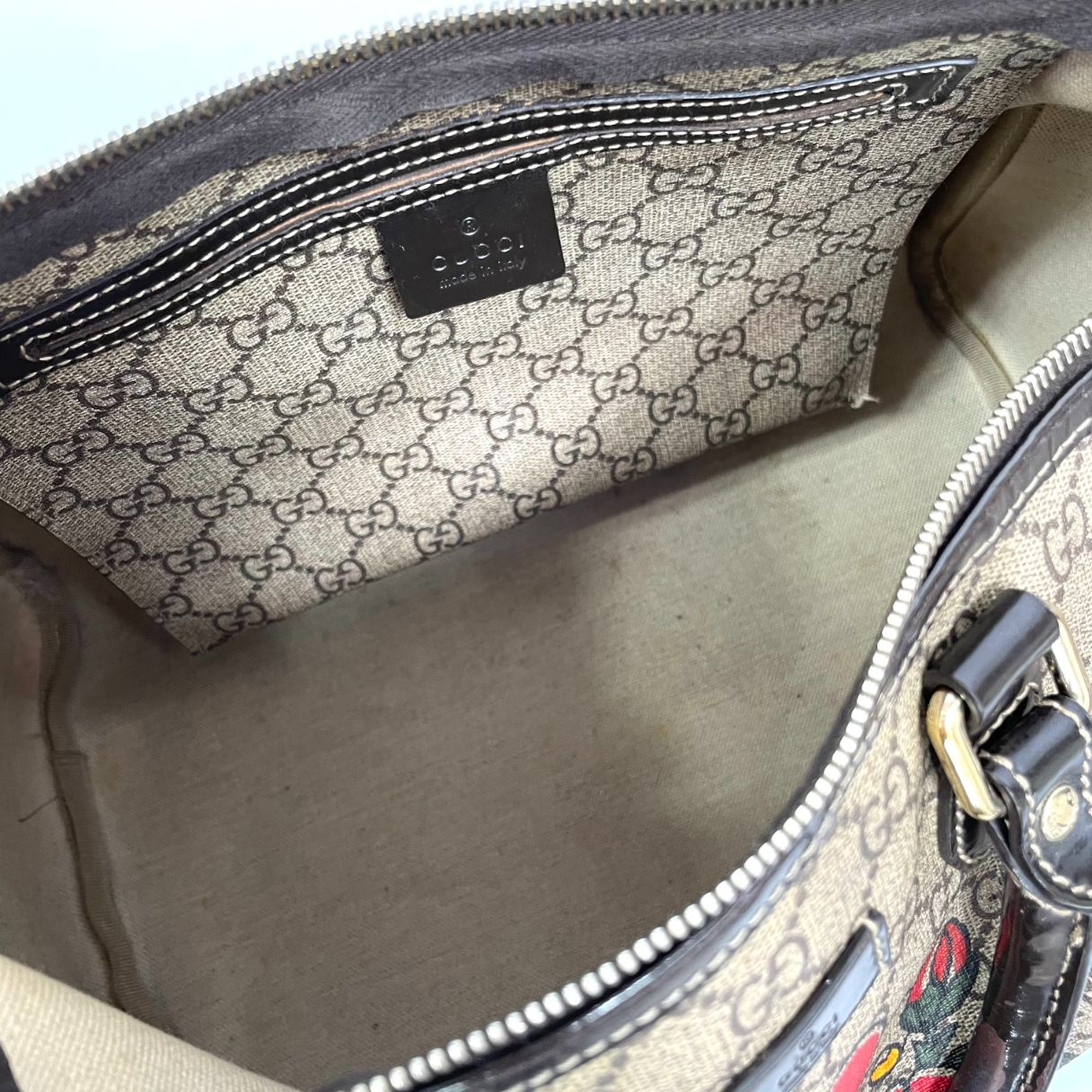 Bolsa Gucci Boston GG Supreme Tattoo Monograma