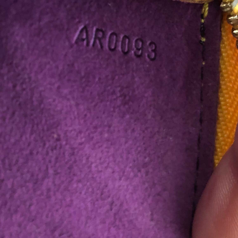 Bolsa Louis Vuitton Pochette Epi Amarela