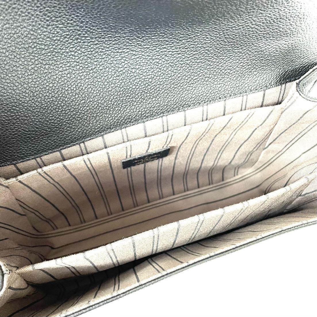 Bolsa Louis Vuitton Pochette Metis Preta