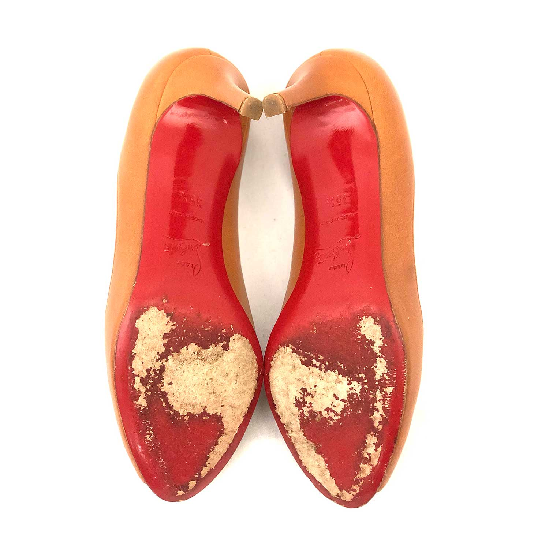 Sapato Louboutin Peeptoe Caramelo