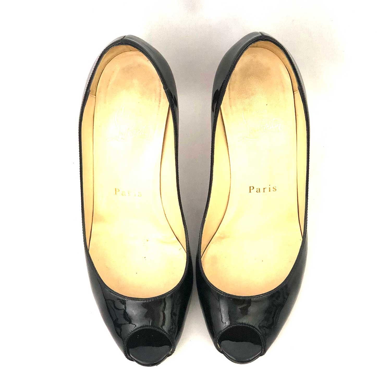Sapato Louboutin Peeptoe Preto Verniz
