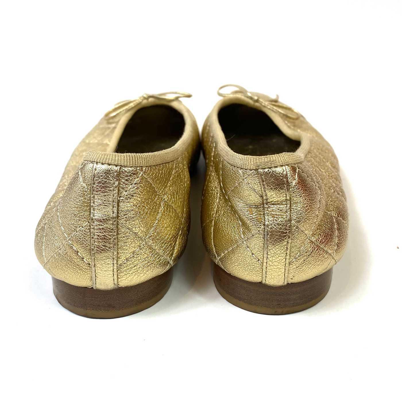 Sapatilha Chanel Matelassê Dourada