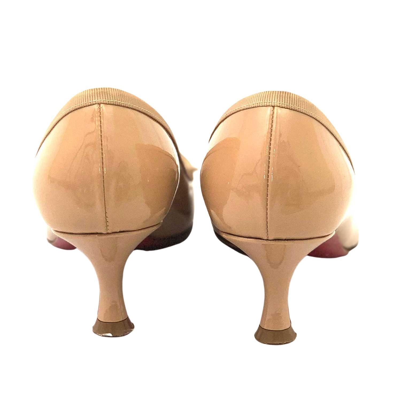 Sapato Louboutin Pump Verniz Nude