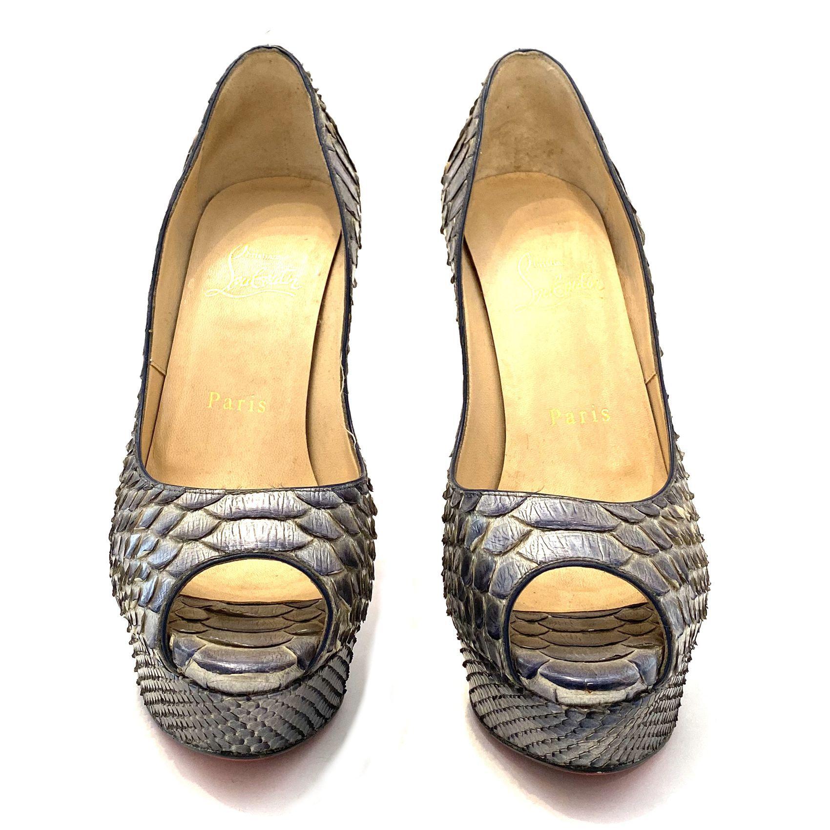 Sapato Louboutin Peeptoe Snake Cinza