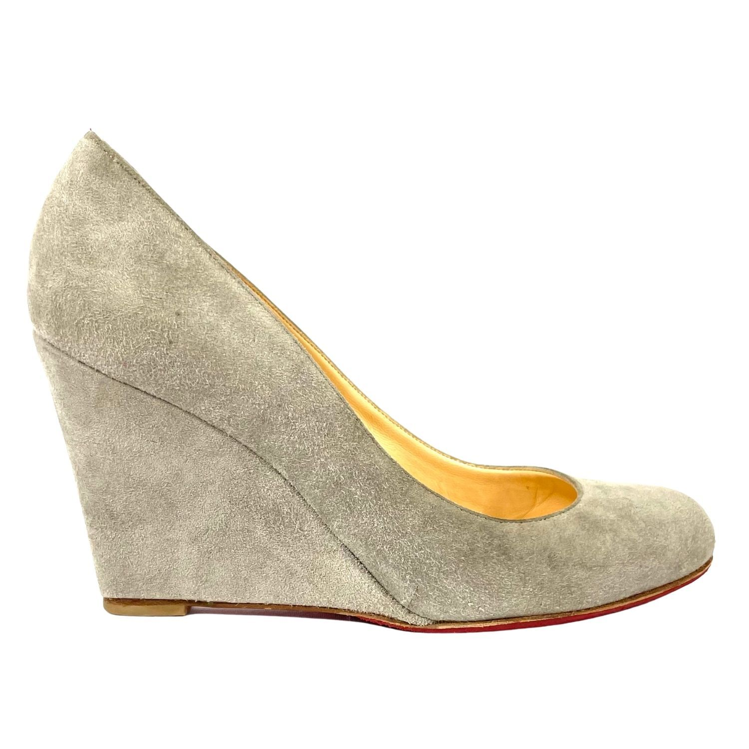 Sapato Louboutin Suede Cinza