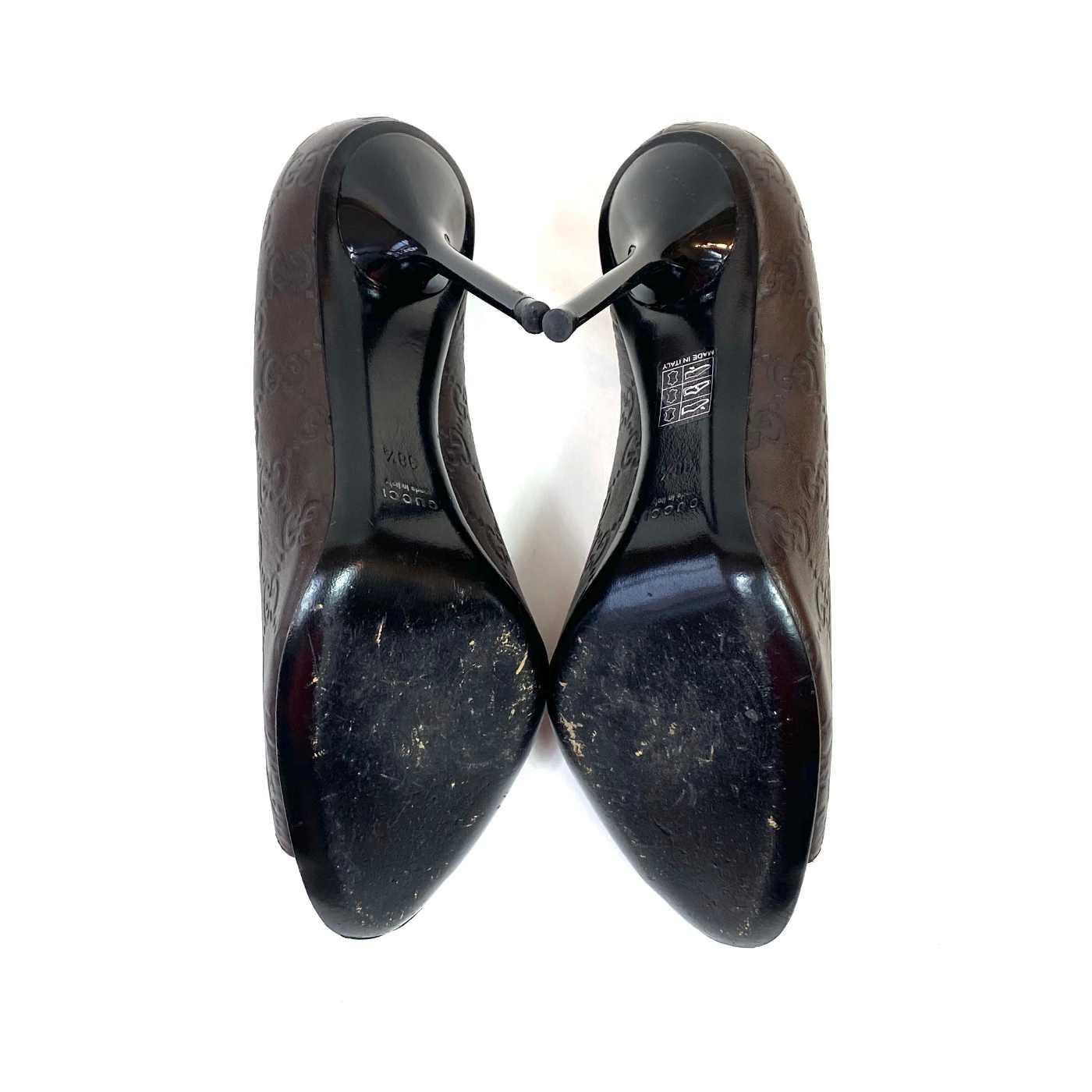 Sapato Peep Toe Gucci GG Marrom