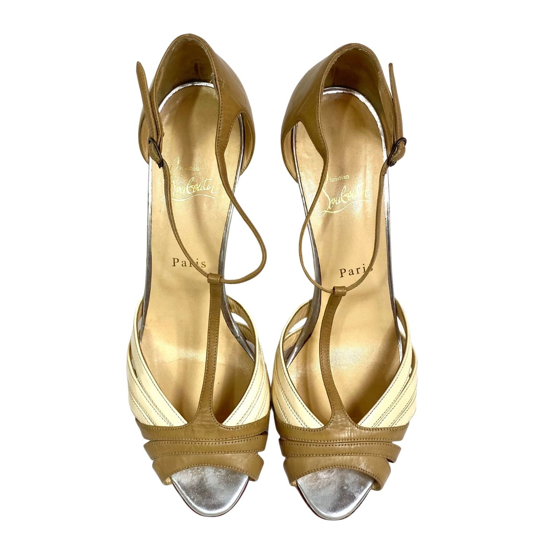 Sapato Peep Toe Louboutin Beige