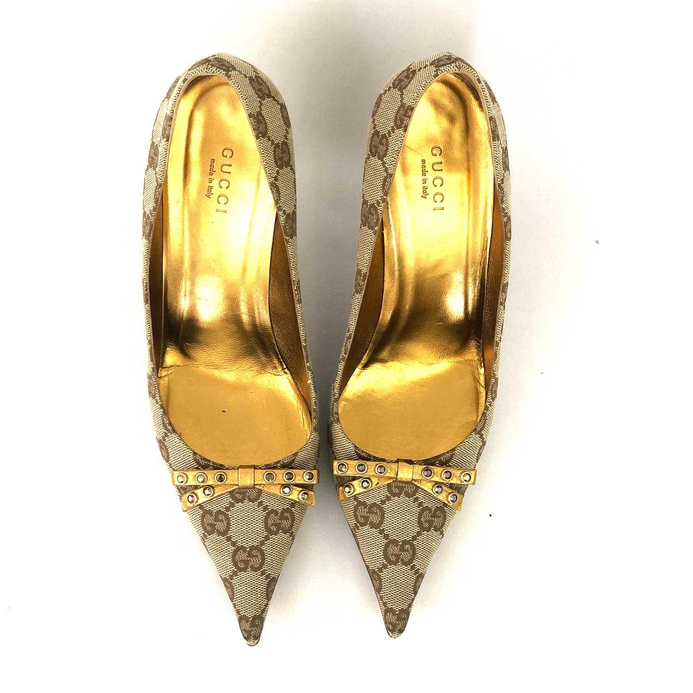 Scarpin Gucci Monograma Dourado