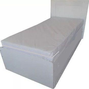 capa hospitalar de colchão de solteiro na cor branca