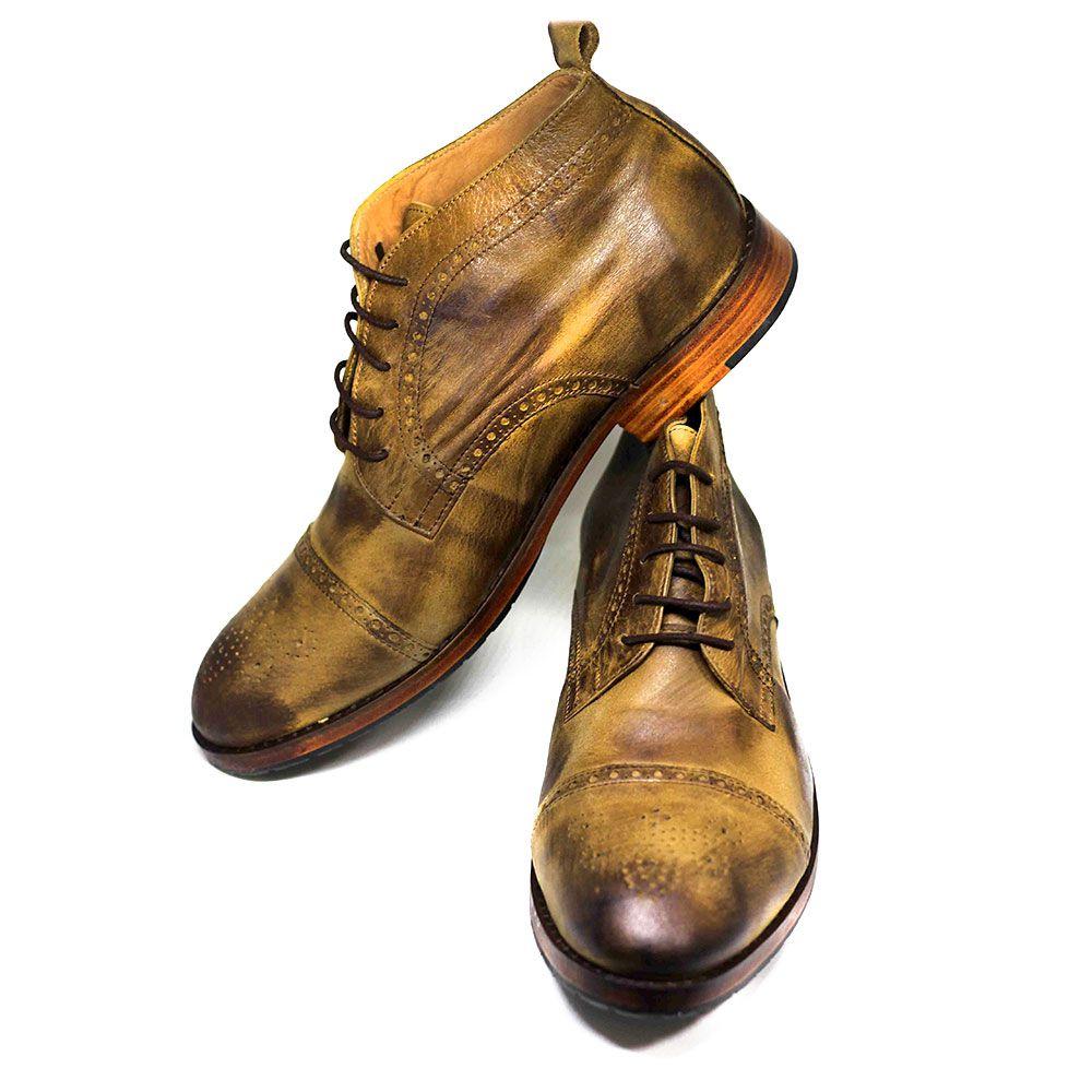 Sapato cano alto de Couro Manchado