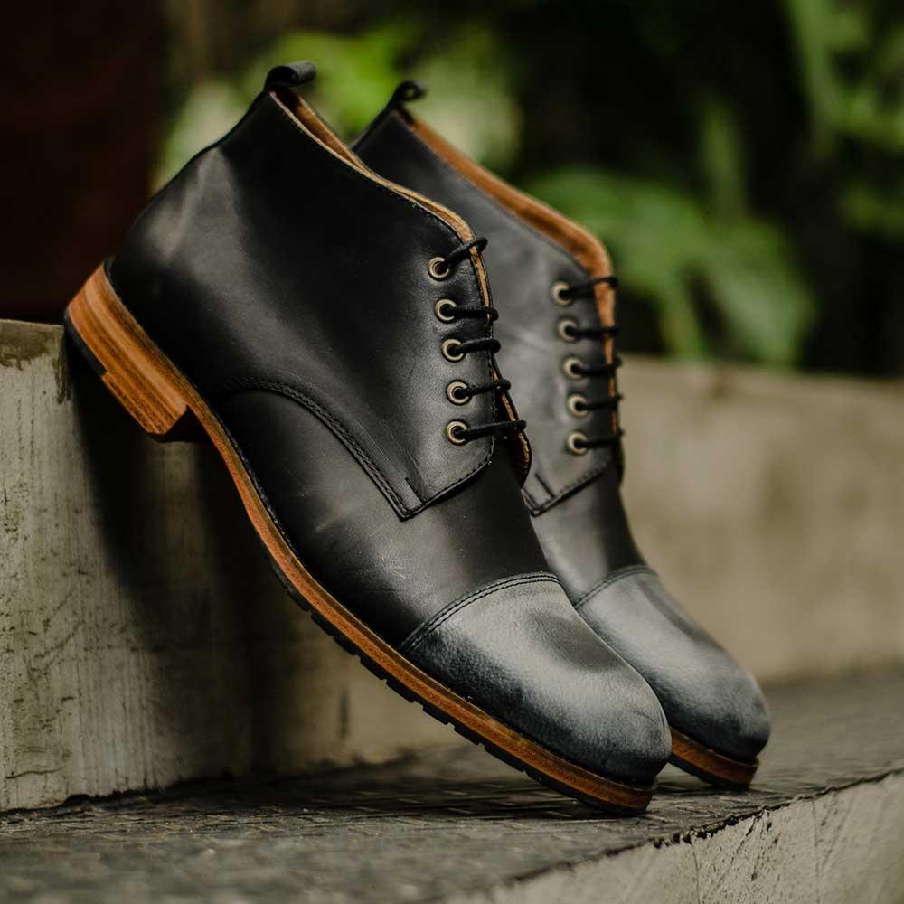 Sapato de Couro c/ detalhe Quadrado