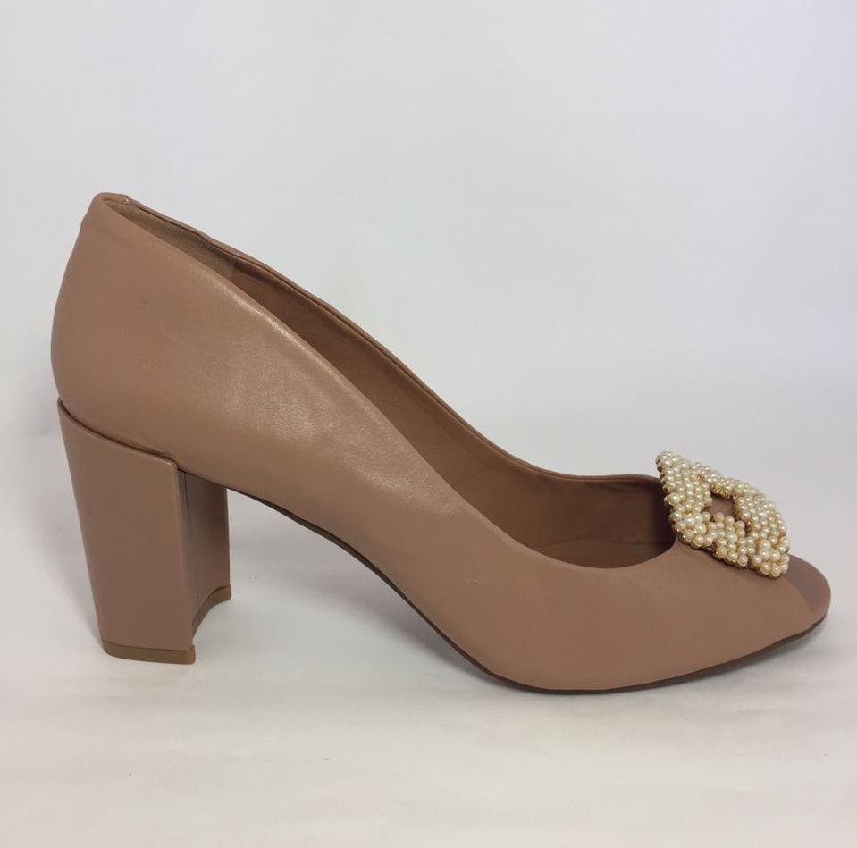 Sapato Peep Toe UZA Camel com Pérolas
