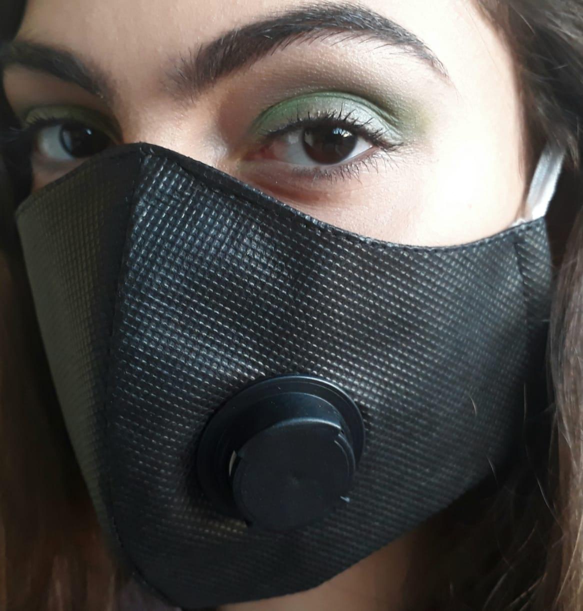 Kit 10 Máscaras Proteção TNT DUPLO COM RESPIRADOR PRETO + CLIP NASAL