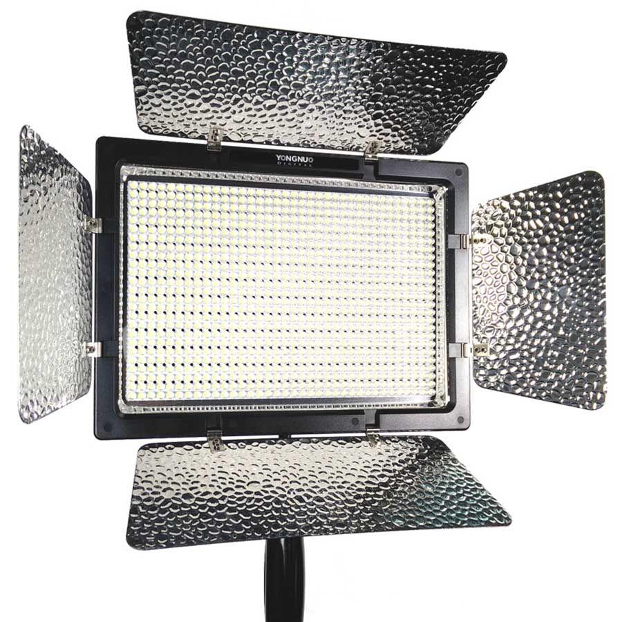 Iluminador Led Yongnuo YN-900 3200K à 5500K com Fonte de Alimentação para Foto e Vídeo