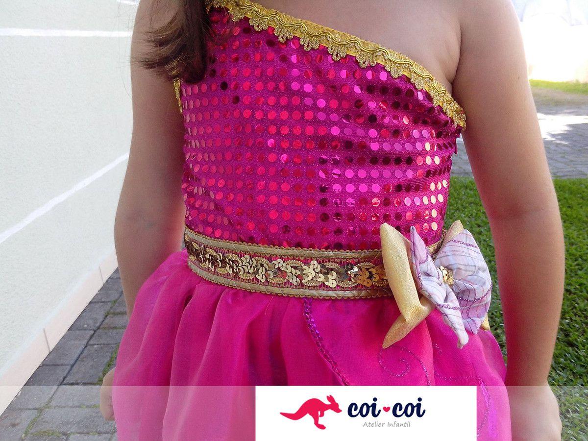 Fantasia Barbie Escola de Princesas
