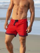 Short de banho masculino vermelho com viés azul e bolso vertical