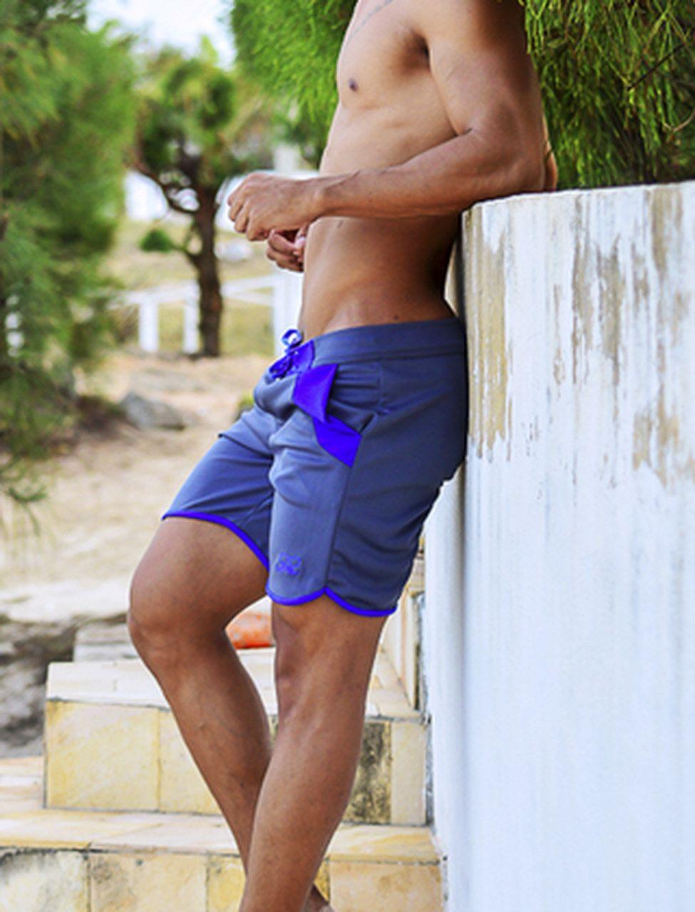 Bermuda curta masculina cinza com azul