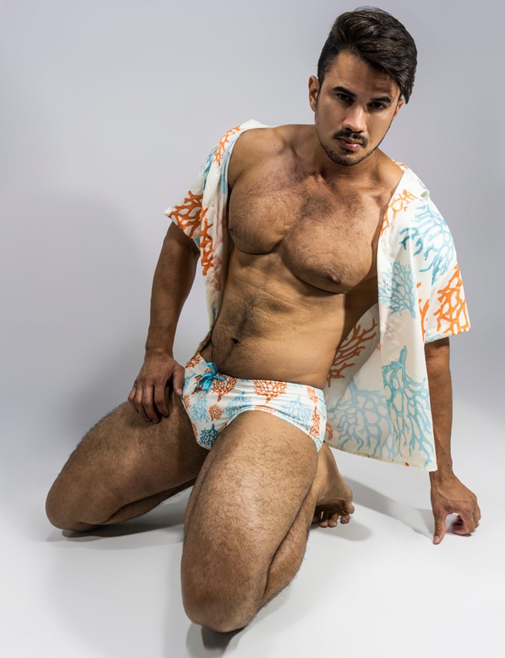 camisa manga curta com estampa de corais