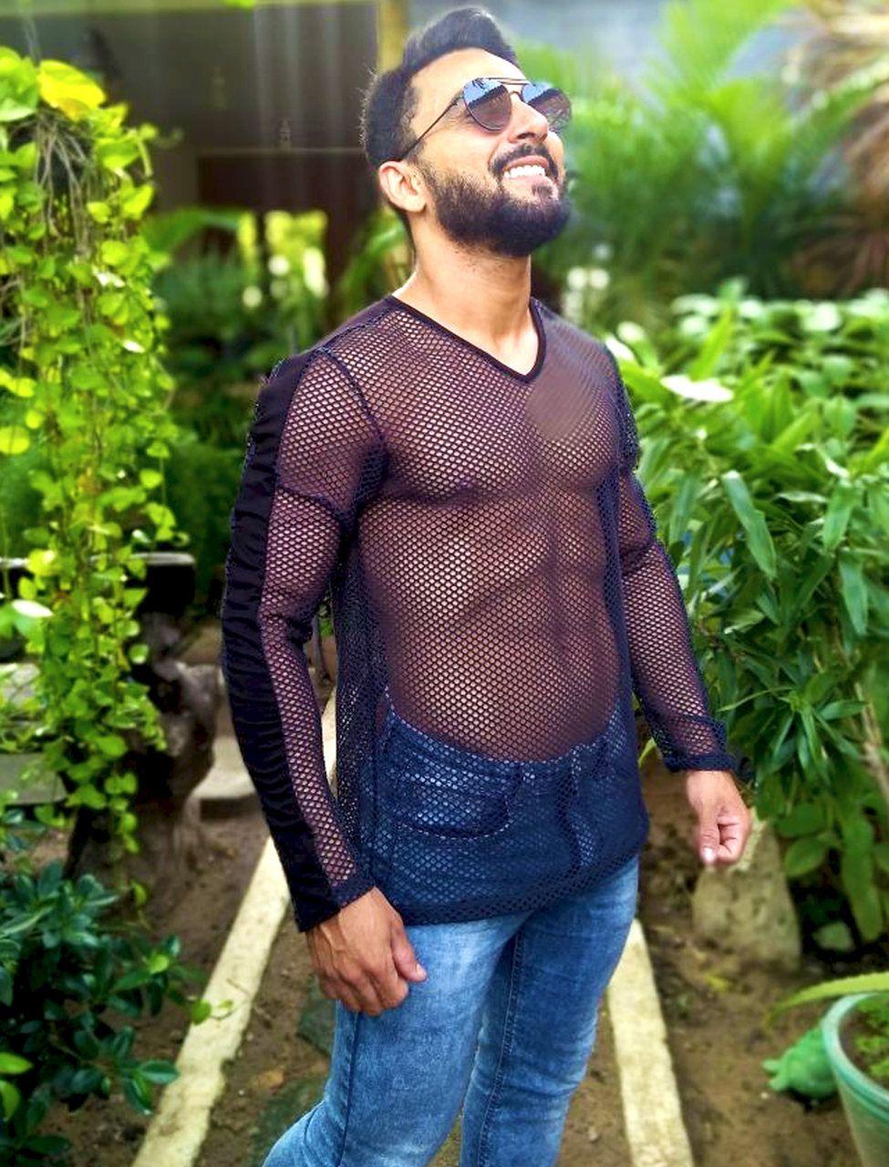 Camisetas furadinha com manga longa