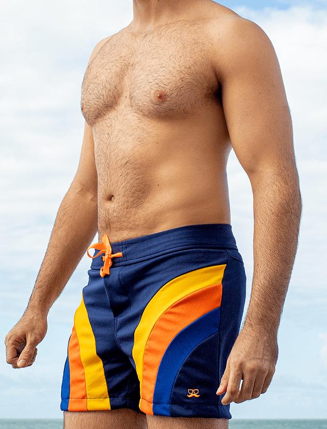 Short azul com recortes amarelo, laranja e azul