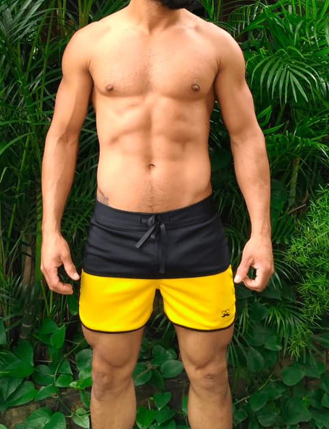 Short curto preto com amarelo
