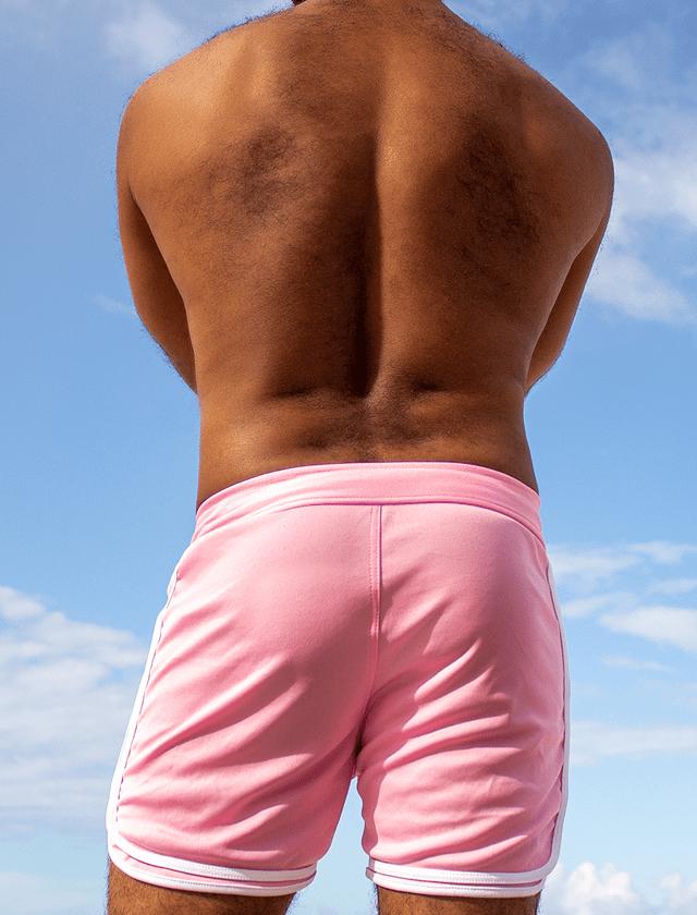 Short masculino branco com 3 viés rosa