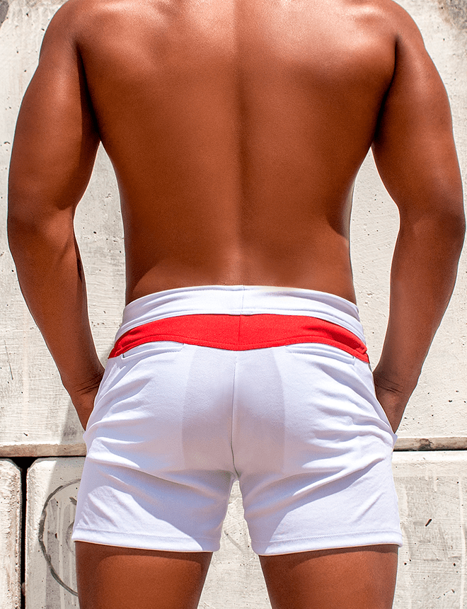 Short masculino branco com vermelho