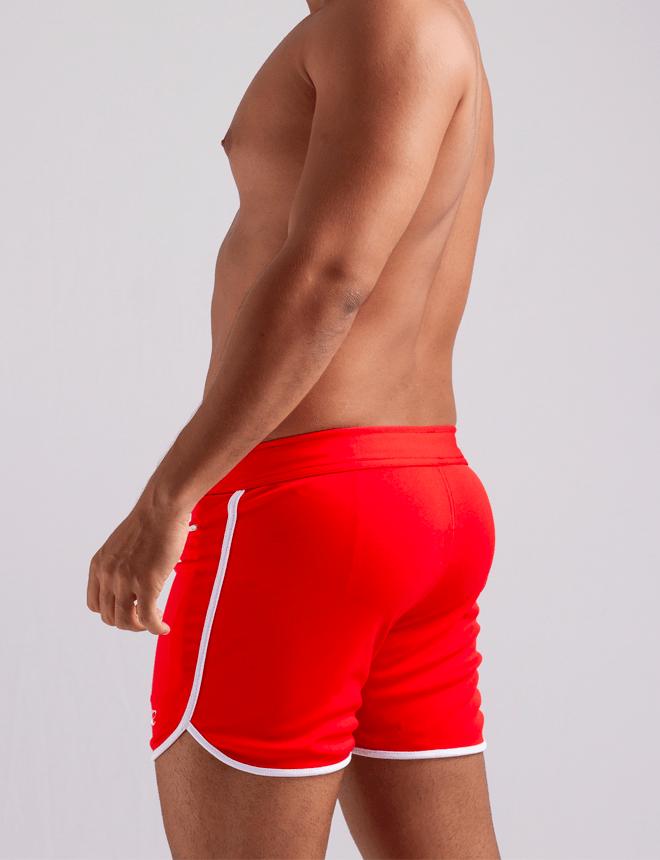 Short masculino curto vermelho com viés branco