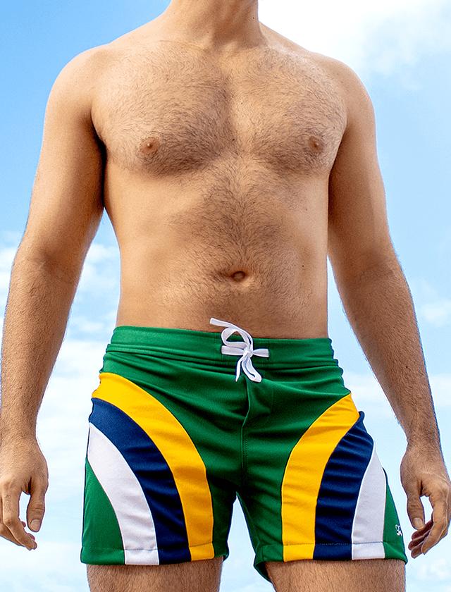 Short verde com recortes amarelo, azul e branco