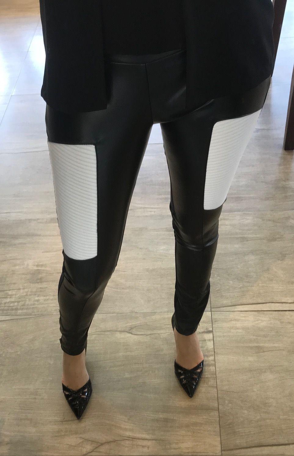 Calça em Couro com Detalhe em Branco