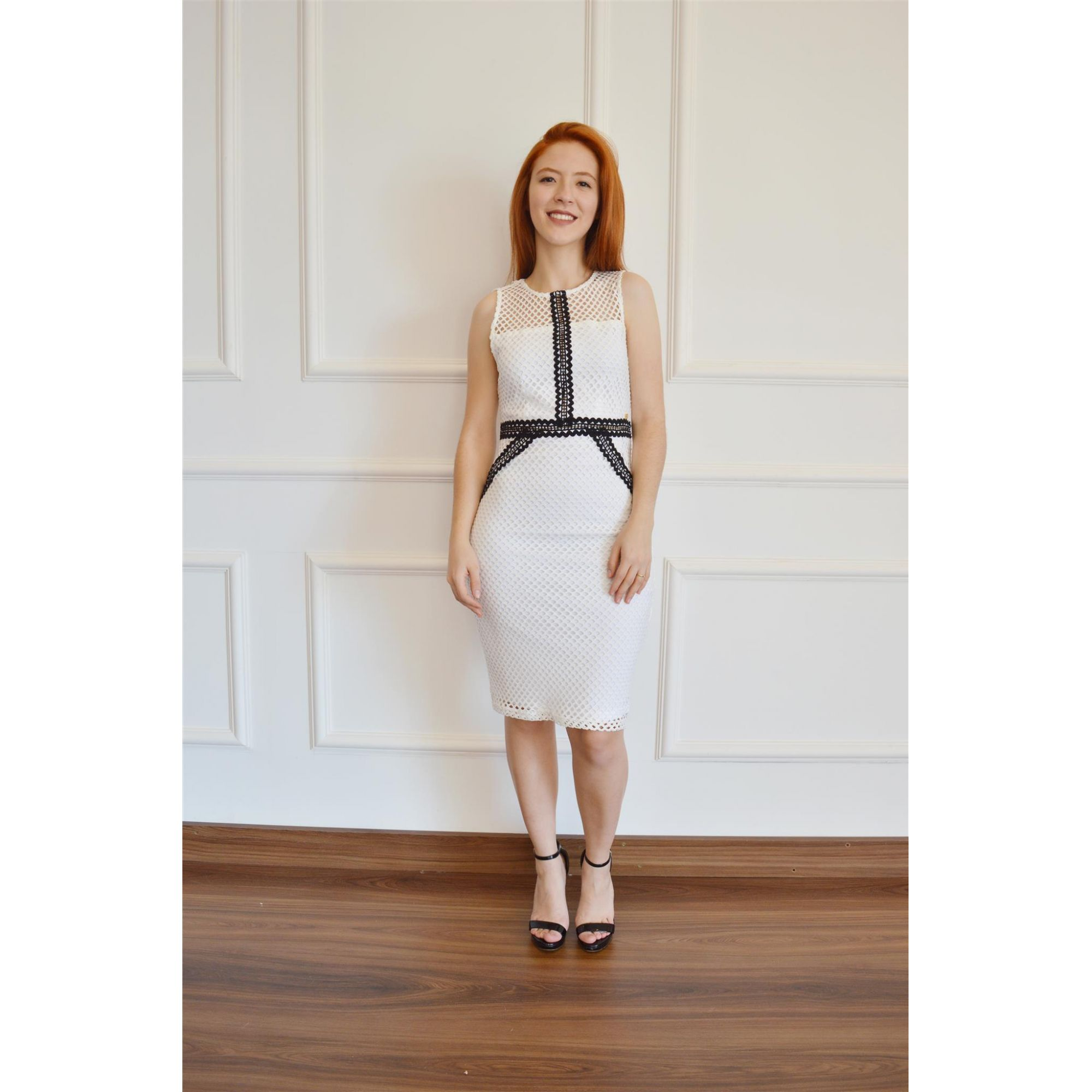 af3c2ff3a ... Vestido Feminino Tubinho Curto Branco Chris Santini ...