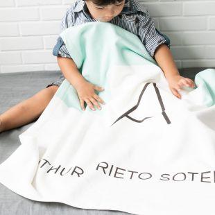 cobertor em estampa inicial do nome da criança - 12 opções de cores