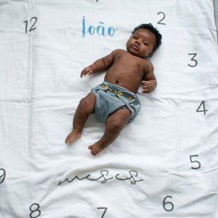 flufi duas camadas de algodão mesversário com nome do bebê - 14 opções de cores