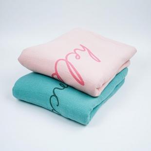 flufi quatro camadas de algodão em cor rosa blush borda cinza em estampa nome da criança