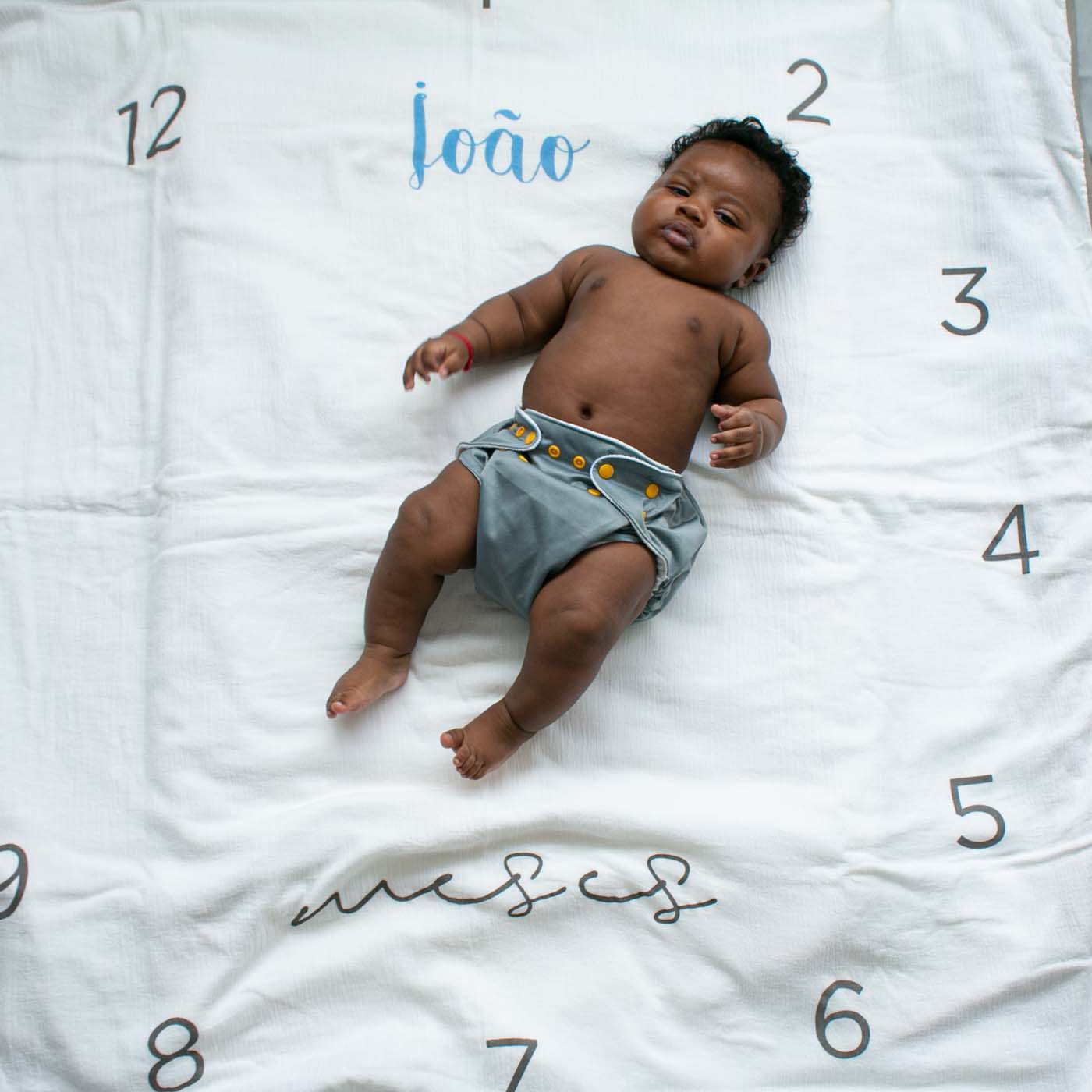 flufi duas camadas de algodão mesversário com nome do bebê - 12 opções de cores