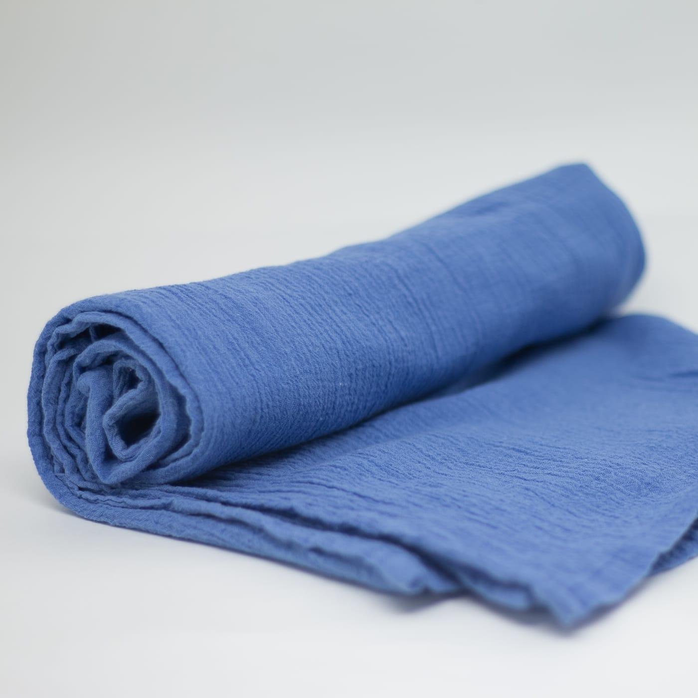 flufi uma camada de algodão em cor azul anil