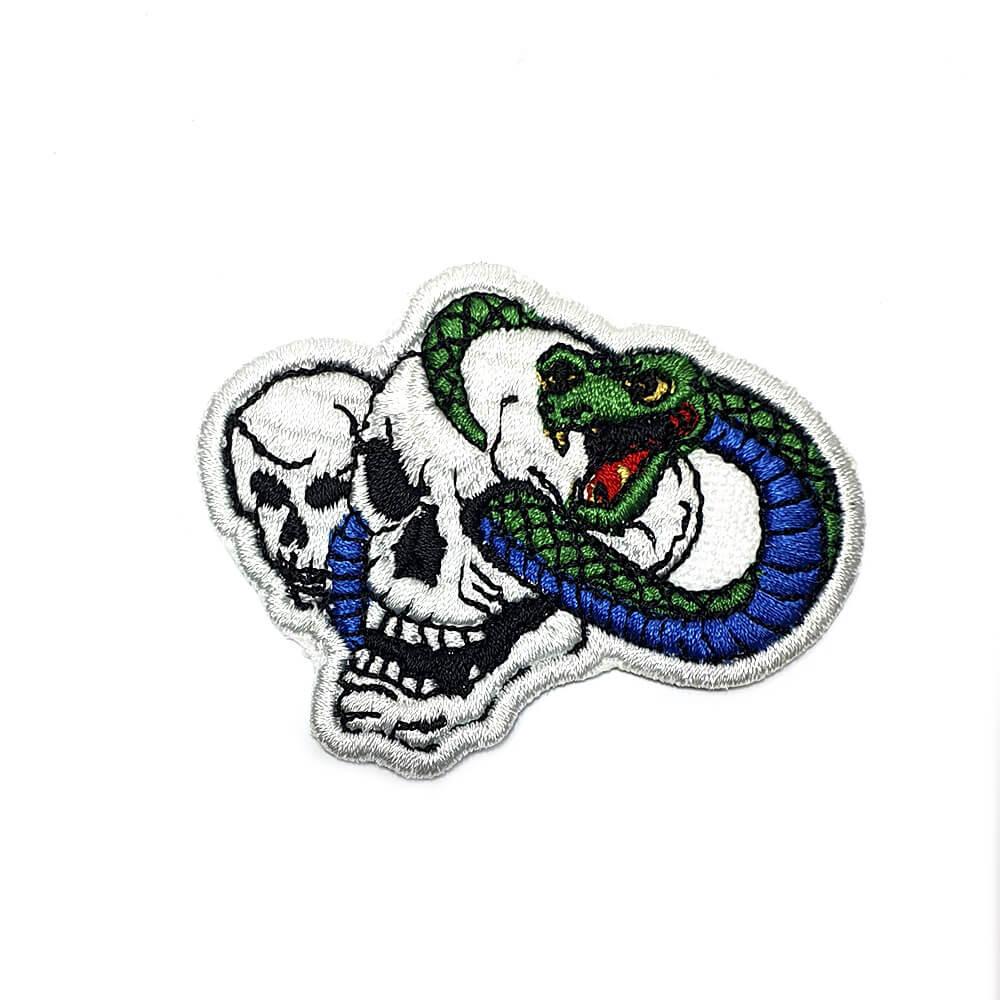 Bordado Caveira Cobra